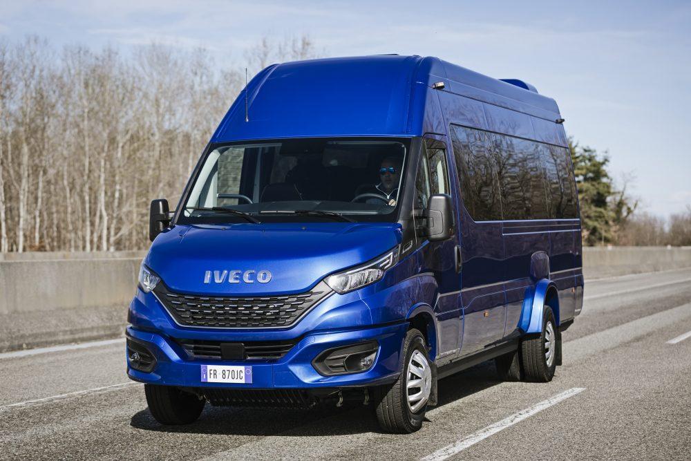 012-01-IVECO-BUS-Daily-Minibus-1000x667
