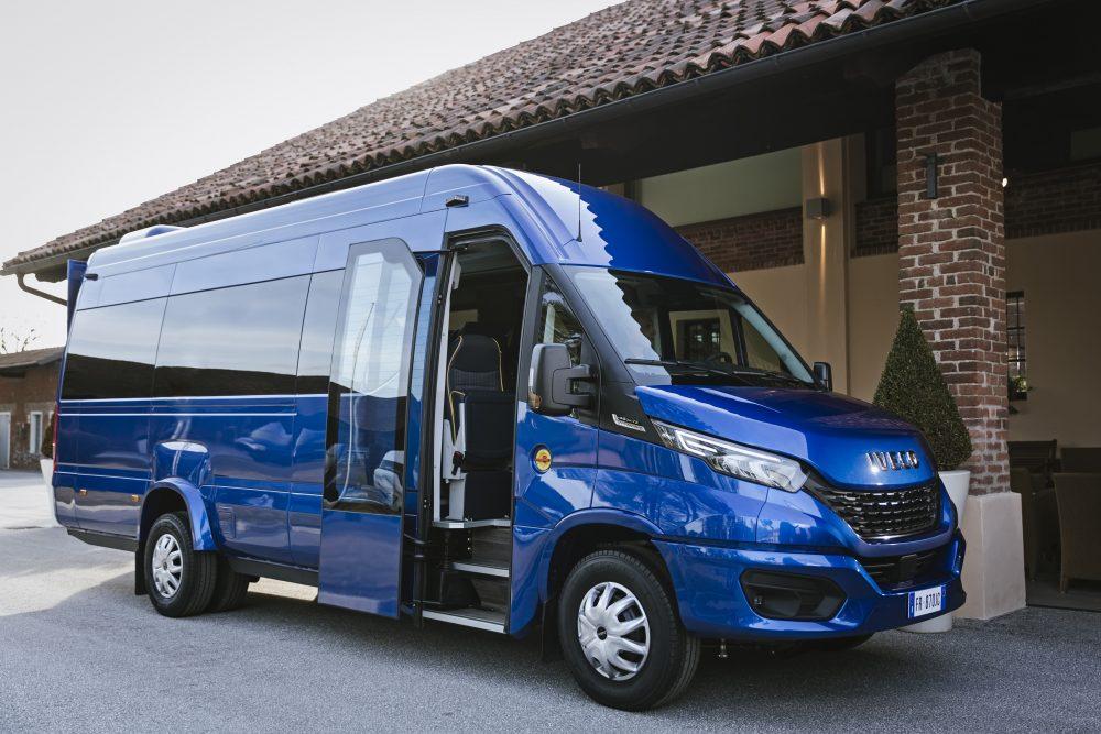 012-02-IVECO-BUS-Daily-Minibus-1000x667